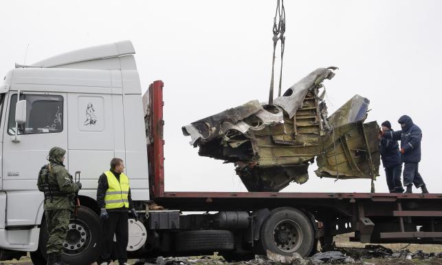 Holendrzy zabierają z Ukrainy wrak zestrzelonego boeinga. ZDJĘCIA