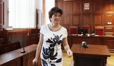 Na zdjęciu archiwalnym z 19.07.2011 była posłanka SLD Aleksandra Jakubowska podczas ogłoszenia wyroku w sprawie ustawy medialnej w Sądzie Okręgowym w Warszawie