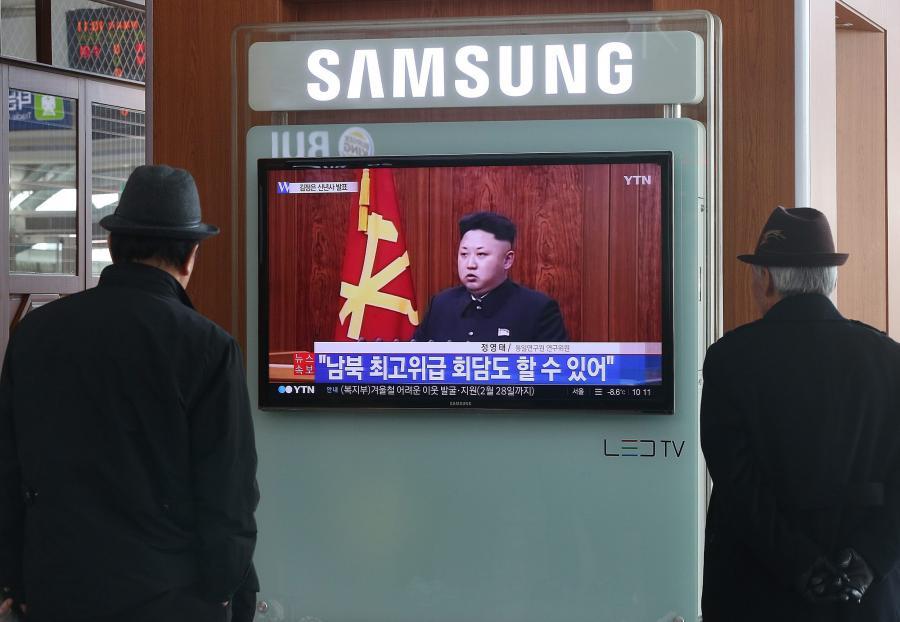 Mieszkańcy Seulu oglądają wystąpienie noworoczne przywódcy Korei Północnej, Kim Dzong Una