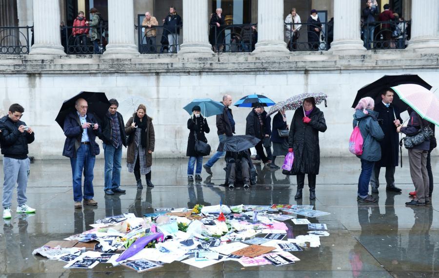 Londyn. Świat w reakcji na zamach we Francji