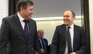 Wicepremier, minister gospodarki Janusz Piechociński i minister spraw zagraniczych Grzegorz Schetyna