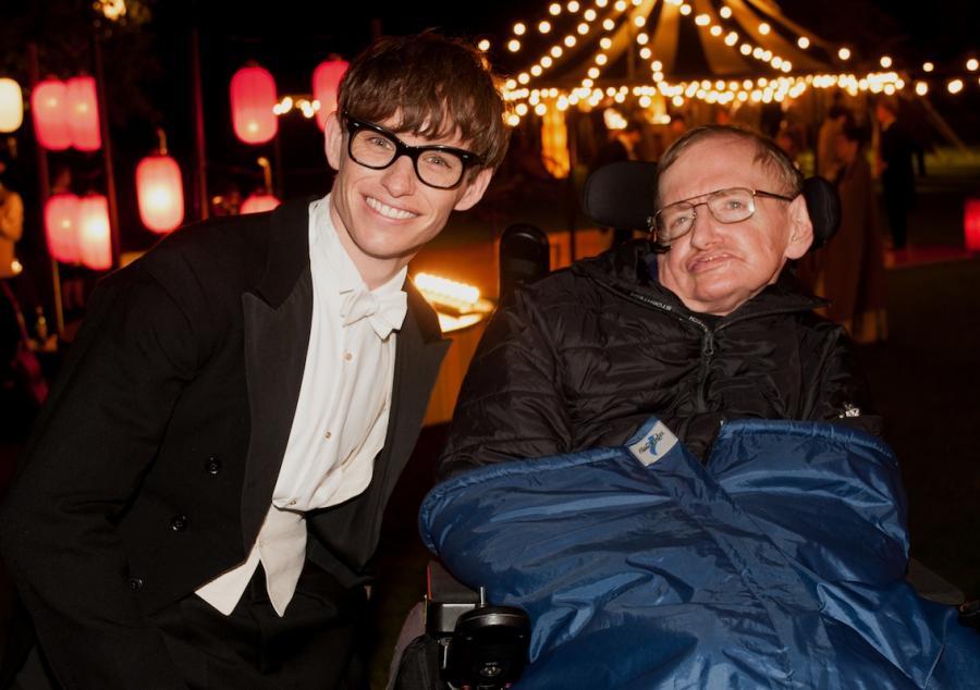Eddie Redmayne i Stephen Hawking na planie \