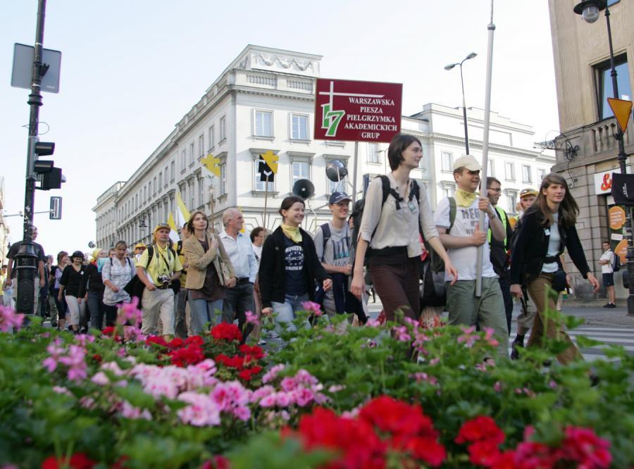 Ulicami Warszawy przeszły tysiące pątników