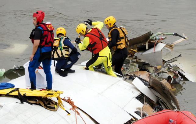 Ekipy ratunkowe na miejscu katastrofy
