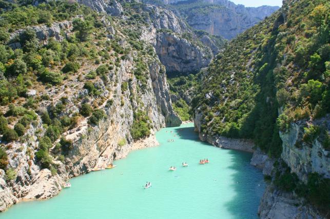 Kajaki na rzece w kanionie Verdon, Prowansja, Francja
