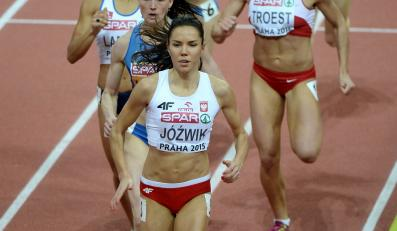 Polka Joanna Jóźwik (z przodu) w biegu półfinałowym na 800 m podczas halowych mistrzostw Europy w lekkiej atletyce