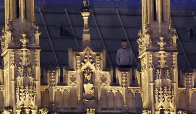 Intruz na dachu brytyjskiego parlamentu