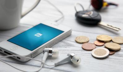 Smartfon, kluczyki, pieniądze