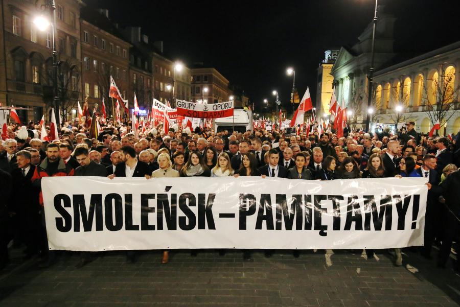 Wieczorny marsz w Warszawie