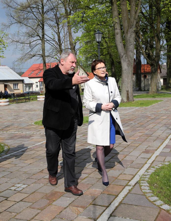 Aktor Andrzej Grabowski i premier Ewa Kopacz w Alwerni