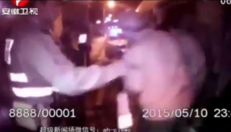 Kadr z filmu chińskiej policji