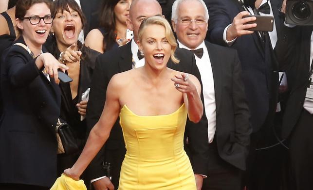 """Charlize Theron na premierze """"Mad Max: Na drodze gniewu"""" w Cannes"""