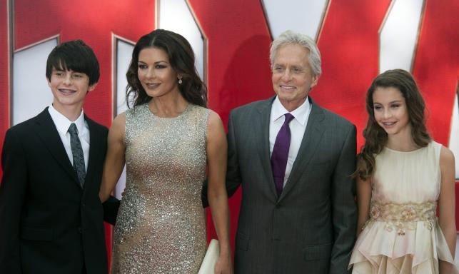 """Catherine Zeta-Jones i Michael Douglas z dziećmi na premierze """"Ant-Mana"""""""