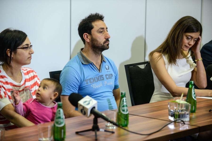 Syryjscy uchodźcy Nahla Fadel z córką Sarą oraz Adnan Saad i prezes zarządu Fundacji Estera Miriam Shaded