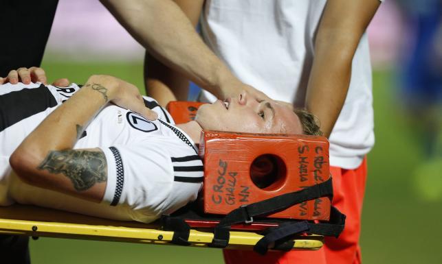 Liga Europy: Skandal w Tiranie. Piłkarz Legii trafiony kamieniem w głowę