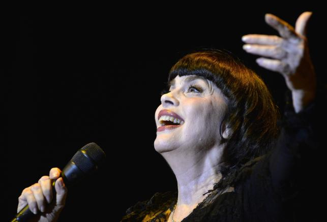 Mireille Mathieu podczas występu na Byblos International Festival