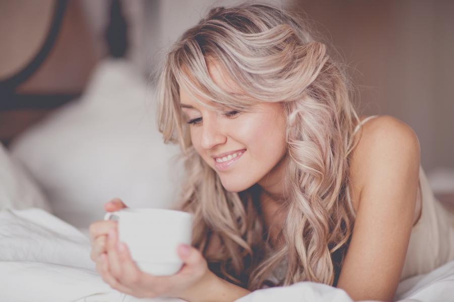Poranna kawa w łóżku
