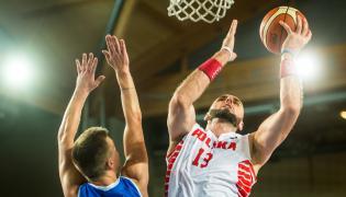 Środkowy reprezentacji Polski Marcin Gortat (P) i Martin Hermannsson (L) z Islandii w akcji pod koszem, podczas meczu Polska - Islandia w ramach towarzyskiego turnieju koszykarzy Bydgoszcz Basket Cup 2015