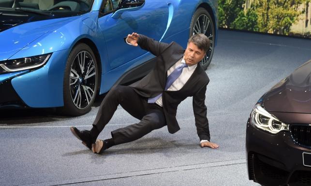 Szef BMW miał wypadek na oczach publiczności. Trafił do szpitala. Powód?