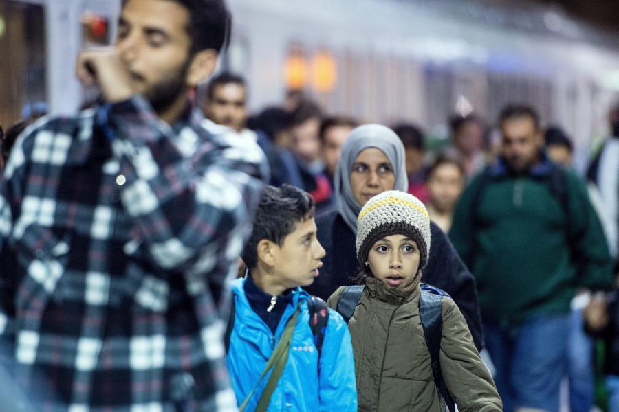 Imigranci na dworcu kolejowym w Kolonii