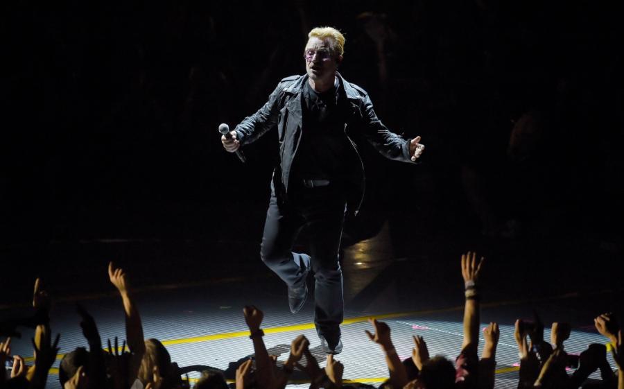 Bono: Uwielbiamy grać tę piosenkę dla naszych przyjaciół, którzy przyjechali tu z zagranicy