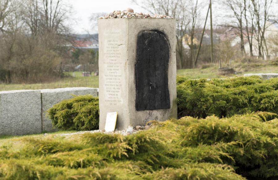 Jedwabne. Pomnik na miejscu spalonej stodoły i śmierci jedwabieńskich Żydów w 1941 r.