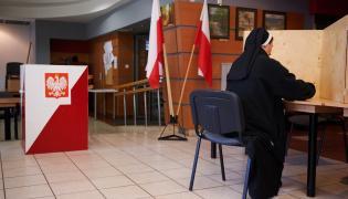 Głosowanie w lokalu wyborczym w Gdańsku