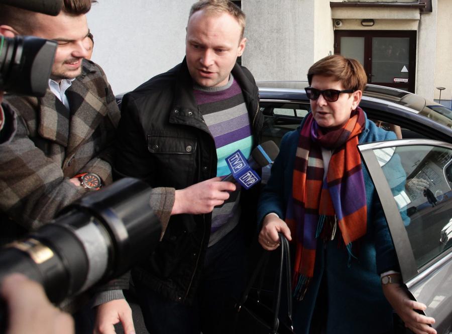 Beata Szydło i Marcin Mastalerek przed siedzibą PiS w Warszawie