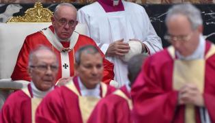 Papież Franciszek i kardynałowie w Watykanie