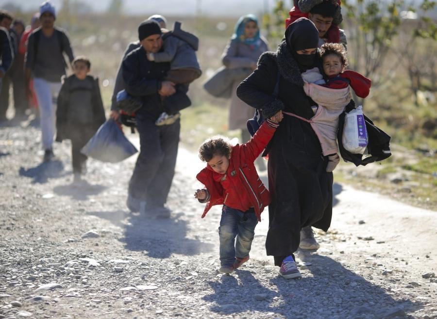 Uchodźcy przemierzający Macedonię