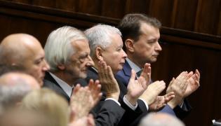 Politycy PiS, od lewej: Joachim Brudziński, Ryszard Terlecki, Jarosław Kaczyński i Mariusz Błaszczak, podczas pierwszego posiedzenia Sejmu VIII kadencji