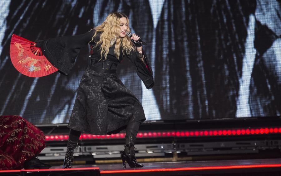 Madonna skrytykowała ludzi stojących za zamachami w Paryżu