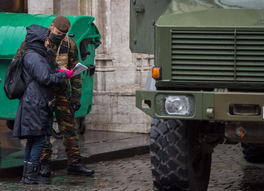 Wojsko przed ratuszem w Brukseli
