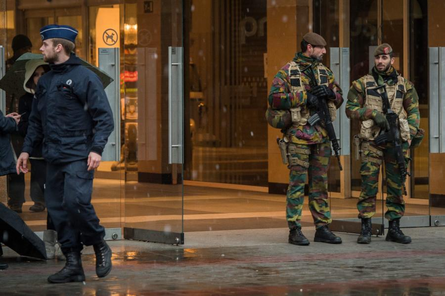 Uzbrojone patrole na ulicach Brukseli