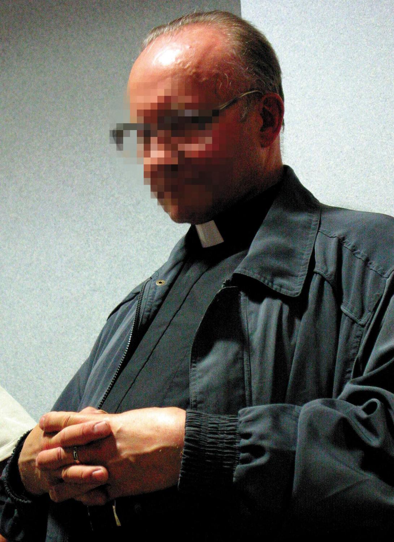 Ksiądz Michał M. z Tylawy skazany za molestowanie 6 dziewczynek na 2 lata więzienia w zawieszeniu i zakaz wykonywania zawodu nauczyciela (zdjęcie z 2004 roku)