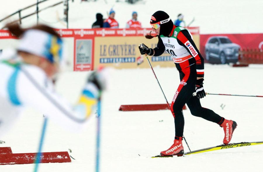 Justyna Kowalczyk podczas pierwszych zawodów narciarskiego Pucharu Świata