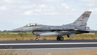 Turecki F-16