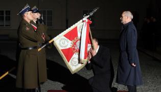 Nowy minister obrony narodowej Antoni Macierewicz i były minister Tomasz Siemoniak podczas przekazania resortu MON