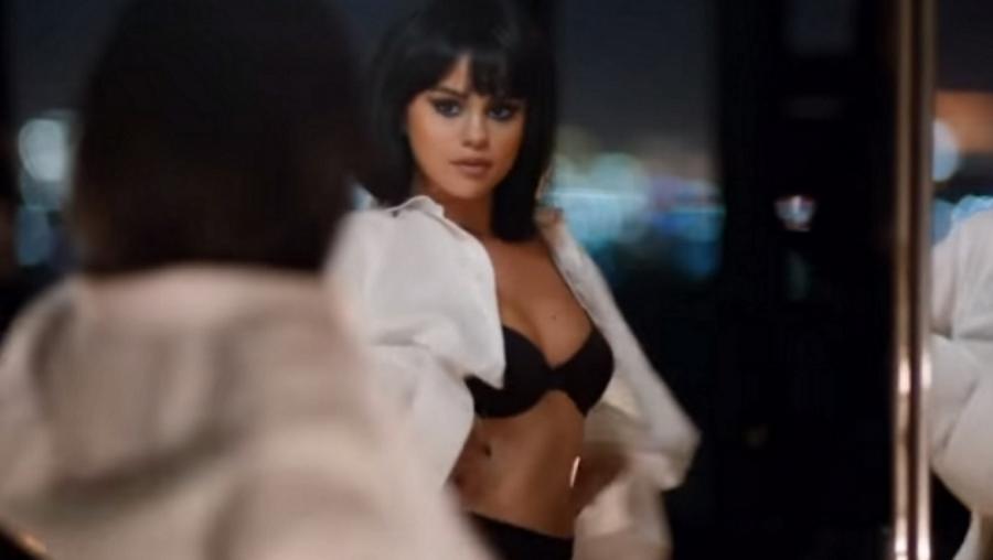 Selena Gomez nie może oderwać od siebie rąk