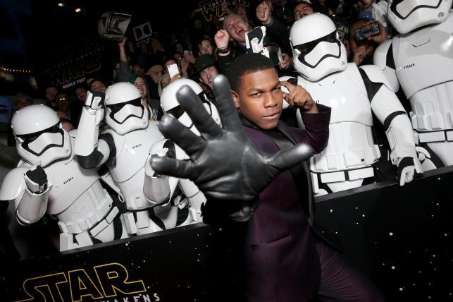 """John Boyega na premierze """"Gwiezdnych wojen: Przebudzenia Mocy"""""""