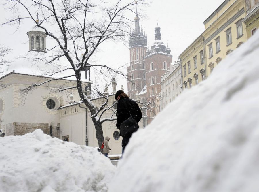 Zima nadal paraliżuje kraj