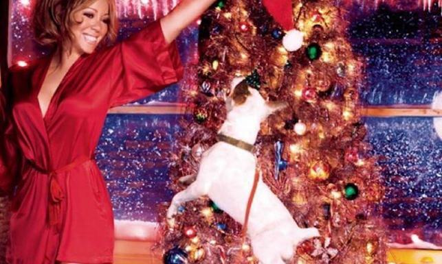 Mariah Carey świąteczne kuszenie pod choinką i w basenie [ZDJĘCIA]