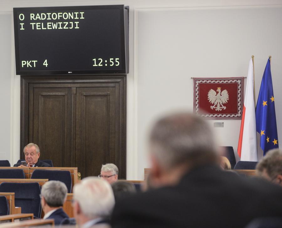 Sala obrad podczas debaty nad nowelizacją ustawy o o radiofonii i telewizji w trakcie drugiego dnia 7. posiedzenia Senatu