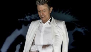 """David Bowie przedstawia """"Lazarus"""". Wreszcie jest nowy, zaskakujący klip"""