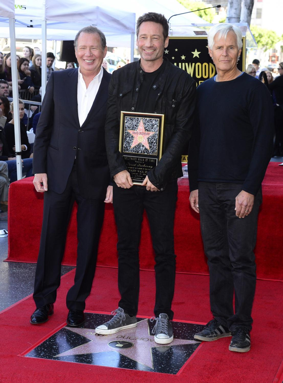 David Duchovny, Garry Shandling i Chris Carter podczas ceremonii w Alei Sław w Los Angeles