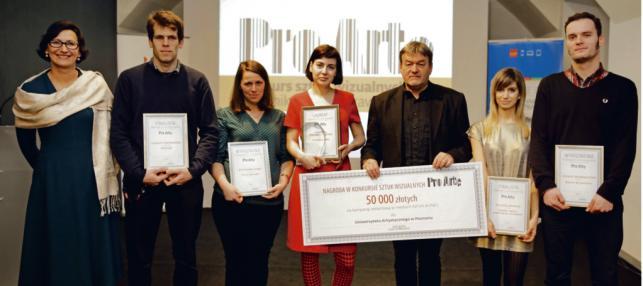 Jadwiga Sztabińska oraz finaliści i laureaci Konkursu PRO ARTE