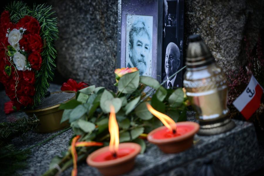 Obchody 12. rocznicy śmierci płk Ryszarda Kuklińskiego na wojskowych Powązkach