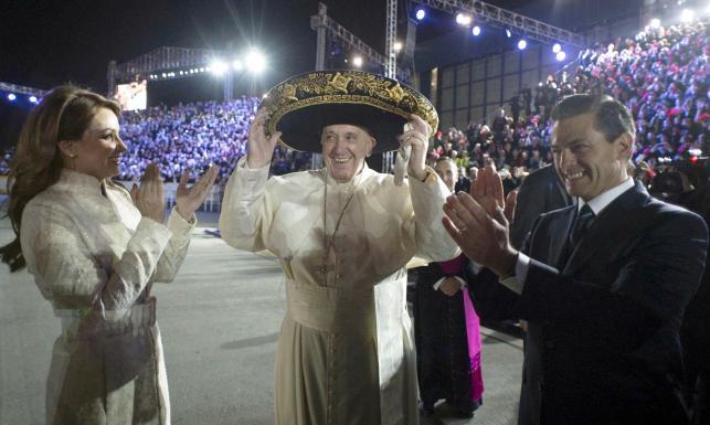 Niezwykły podarunek dla papieża Franciszka. Meksykańskie sombrero