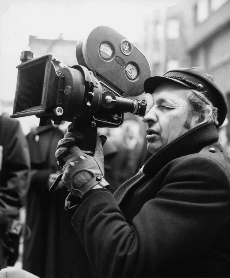 """Na zdjęciu archiwalnym z 1974 roku reżyser Andrzej Wajda na planie filmu """"Ziemia obiecana"""""""