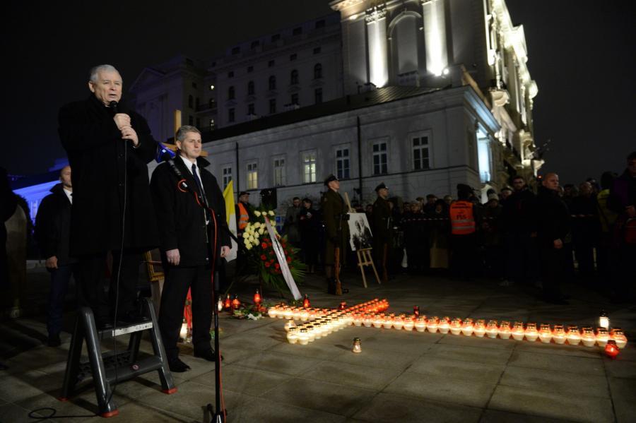 Prezes PiS Jarosław Kaczyński (L) przemawia podczas uroczystości